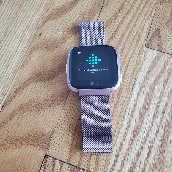 Fitbit Versa Fitness Tracker and Smart Watch